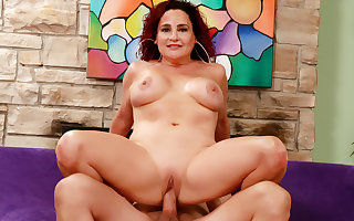 Doyenne Matured Amanda Ryder Gets Exploitatory to a Crave Dicked Cadger