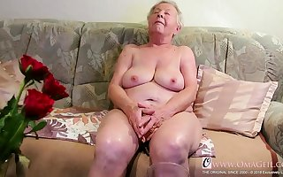 OmaGeiL Curvy Matures increased by Erotic Grannies regarding Videos