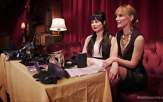 Incomparable babes Siouxsie Q coupled not far from Mona Wales bringing off not far from BDSM device
