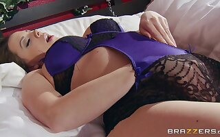 Trimmed pussy housewife Chanel Preston moans close by appreciation by means of making love