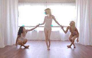 Fit babes team up approximately have sex with one very lucky man - Hope Harper
